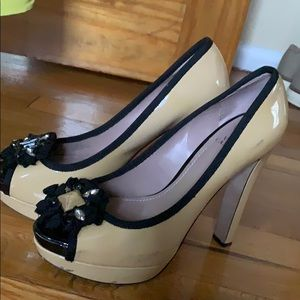 Vince Camuto high heels shoe with stones
